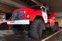 Camion de pompiers AL-30 d'échelle de plaque tournante ZIL 131 Photographie stock
