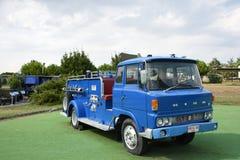 Camion de pompiers bleu image stock