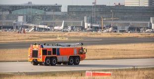 Camion de pompiers d'aéroport Images libres de droits