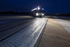 Camion de pompiers d'aéroport le soir Images libres de droits