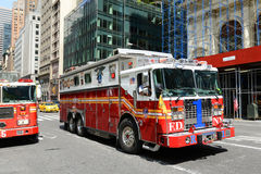 Camion de pompiers rouge à New York City Photographie stock