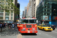 Camion de pompiers rouge à New York City Photos libres de droits