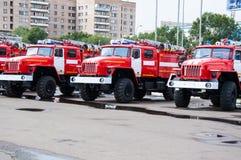 Camion de pompiers sur la précipitation Photographie stock