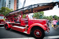 Camion de pompiers de vintage dans les salons automobiles classiques le jour 2013 d'Australie Photos stock