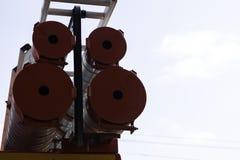 Camion de pompiers, vue arrière des boîtes métalliques pour transporter des tuyaux d'aspiration avec des sorties de secours attac photographie stock