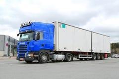 Camion de remorque bleu de Scania R440 Images libres de droits