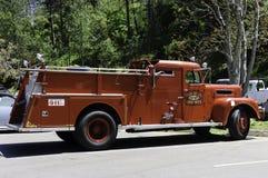 Camion de sapeurs-pompiers reconstitué par antiquité Photo libre de droits