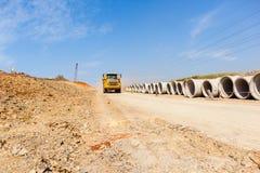 Camion de terrassements de route de construction Photographie stock