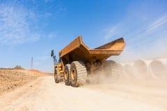 Camion de terrassements de route de construction Photo stock
