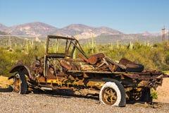 Camion de vintage abandonné dans le désert de l'Arizona Image stock
