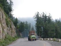 Camion decorato che va in salita Immagini Stock Libere da Diritti