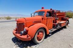 Camion dei firefigther rossi dell'annata Fotografia Stock Libera da Diritti