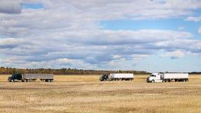Camion dei semi in un campo Fotografie Stock