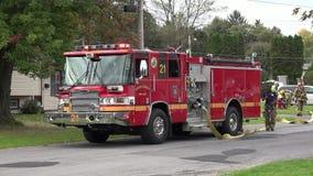 Camion dei vigili del fuoco, corpo dei vigili del fuoco, veicoli di risposta di emergenza video d archivio
