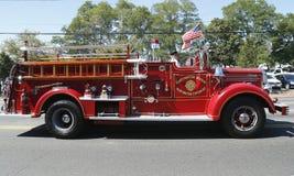 Camion dei vigili del fuoco 1950 di impermeabile dal corpo dei vigili del fuoco della proprietà terriera di Huntington Fotografie Stock
