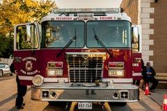Camion dei vigili del fuoco e vigili del fuoco Immagine Stock Libera da Diritti