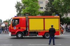 Camion dei vigili del fuoco francese che sfoggia per la festa nazionale del 14 luglio, Francia Fotografie Stock