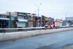 Camion dei vigili del fuoco movente veloce in una città Fotografia Stock Libera da Diritti