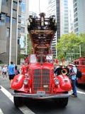Camion dei vigili del fuoco rosso nel rosso Immagini Stock Libere da Diritti