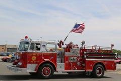 Camion dei vigili del fuoco su esposizione all'associazione antica dell'automobile del Car Show annuale della primavera di Brookl Immagini Stock Libere da Diritti