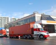 Camion del contenitore immagini stock
