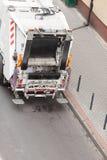 Camion del dustcart dell'immondizia sulla via della città Fotografia Stock