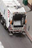 Camion del dustcart dell'immondizia sulla via della città Immagine Stock Libera da Diritti