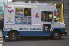 Camion del gelato nel Midtown Manhattan Fotografia Stock Libera da Diritti