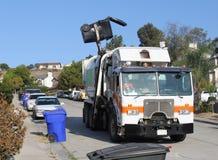 Camion dell'accumulazione di rifiuti Fotografia Stock
