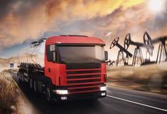Camion dell'olio fotografie stock