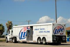 Camion della birra del Miller Lite immagini stock