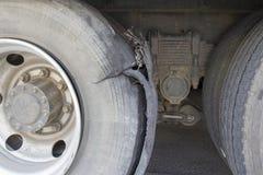 Camion della gomma di scoppio fotografia stock