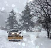 Camion della natura di inverno di coraggio del pericolo della bufera di neve Fotografia Stock