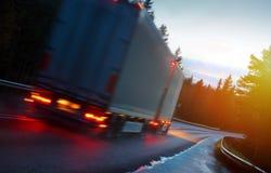 camion della spagna della strada dei pyrenees della montagna Immagine Stock Libera da Diritti