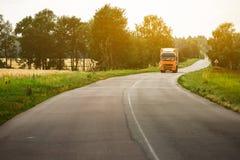 camion della spagna della strada dei pyrenees della montagna fotografie stock libere da diritti