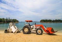Camion della spiaggia di pulizia Fotografie Stock