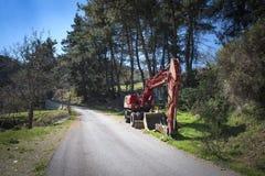 Camion della strada della costruzione parcheggiato in campagna Immagini Stock Libere da Diritti