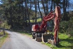 Camion della strada della costruzione parcheggiato in campagna Immagine Stock Libera da Diritti
