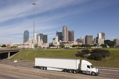 Camion devant Dallas du centre image libre de droits