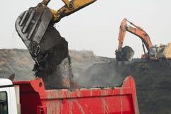 Camion di caricamento dell'escavatore Fotografie Stock Libere da Diritti