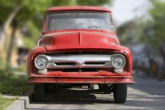 Camion di colore rosso dell'annata Immagini Stock