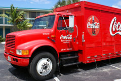 Camion di consegna della coca-cola alla locanda di festa Fotografia Stock