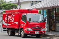 Camion di consegna di Coca-Cola nella via Immagini Stock Libere da Diritti