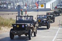 Camion di esercito degli eroi di Kelly di organizzazione che guidano sulla spiaggia Immagini Stock