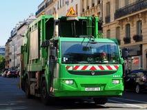Camion di immondizia del veicolo del gas naturale a Parigi Immagine Stock Libera da Diritti