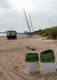 Camion di immondizia sulla spiaggia Immagini Stock