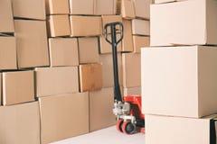 Camion di pallet manuale con le scatole Immagine Stock Libera da Diritti