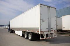 Camion di trasporto con l'alettone ambientale Fotografia Stock Libera da Diritti