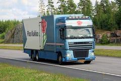 Camion di trasporto del fiore di DAF XF ad estate Fotografia Stock