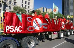 Camion e bandiere del sindacato di PSAC Fotografie Stock